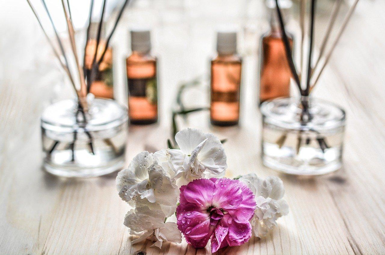 心を癒すアロマや香水もサブスクで堪能!種類別人気サービスを紹介